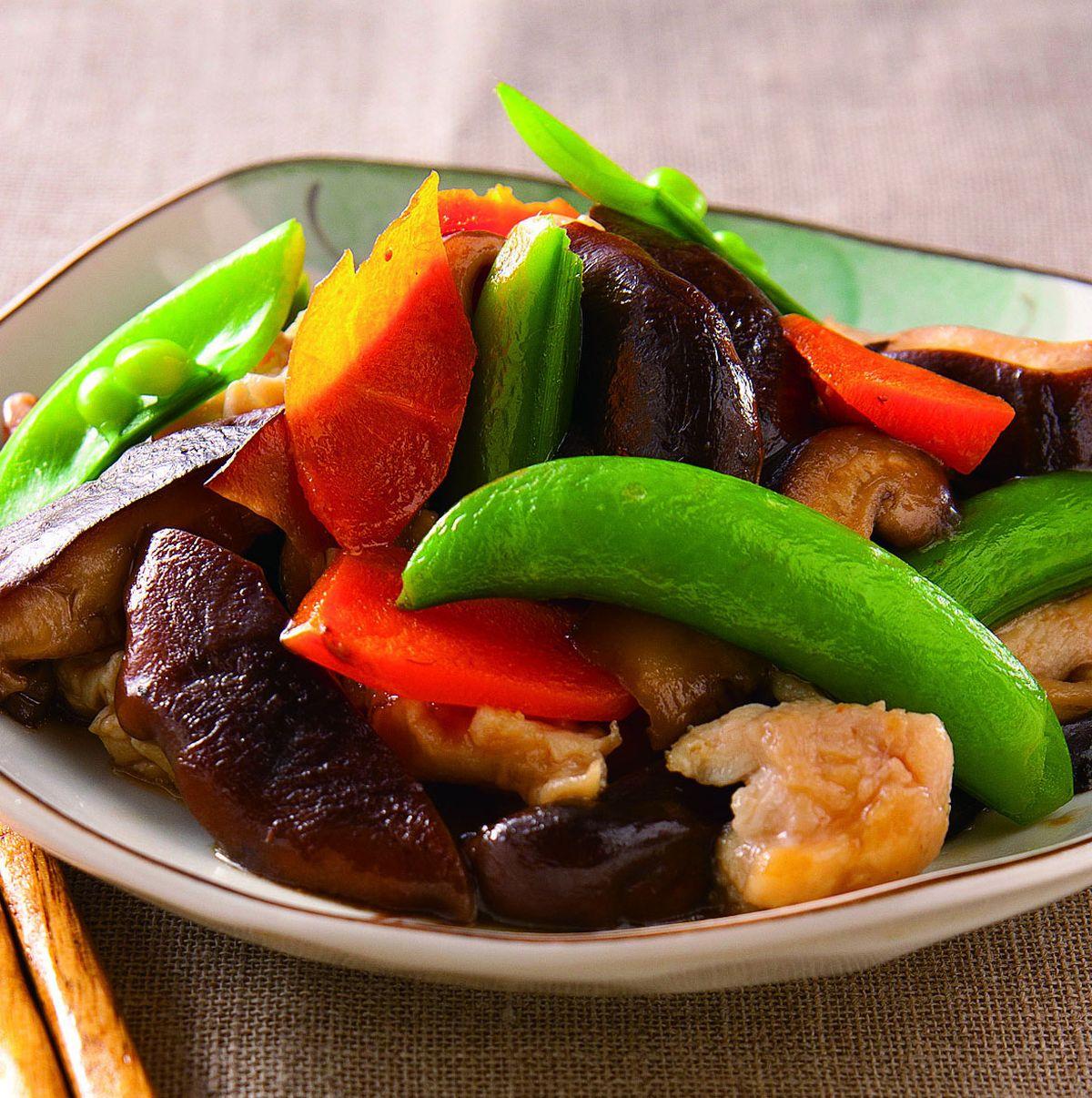 香菇鸡片炒蚝油发黄豆苗图片