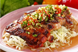 泰式椒麻雞與椒鹽雞丁-日韓南洋料理