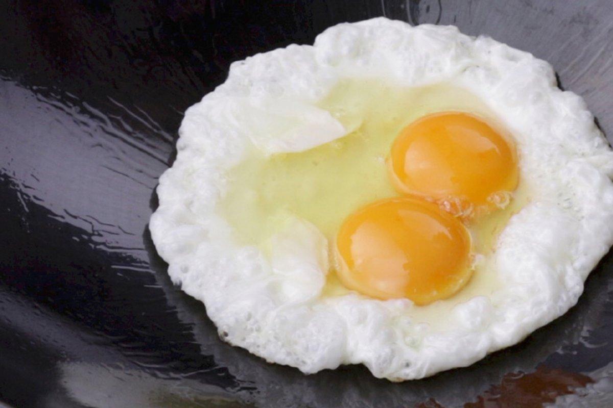 原來這樣煎蛋就不沾鍋-中華料理