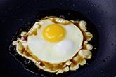 簡單麻油蛋,讓你全身都暖起來!