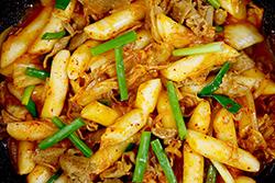 簡單年糕加泡菜,炒出韓式經典名菜-中華料理