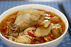 來碗麻油雞麵線吧!-中華料理