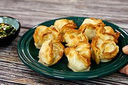 水餃用炸的,外酥內嫩-中華料理