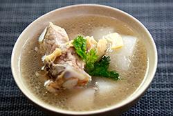 蒸鮮鍋煲排骨湯-中華料理
