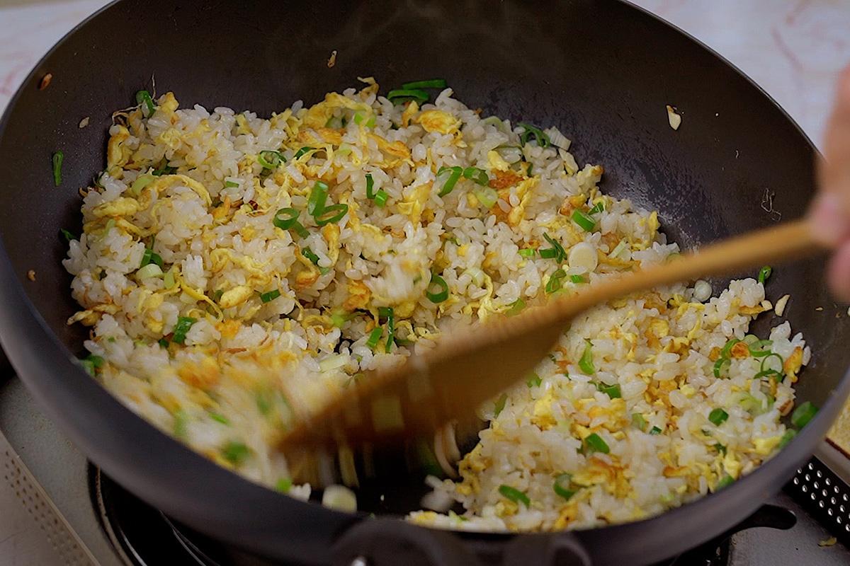 三個撇步,簡單醬油炒飯也可以揚名國際