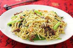 牛肉炒麵-中華料理