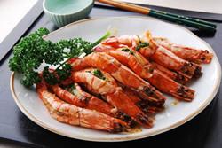 用大蒜奶油醬做烤蝦-西式料理