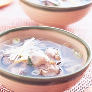 酸菜蚵仔湯