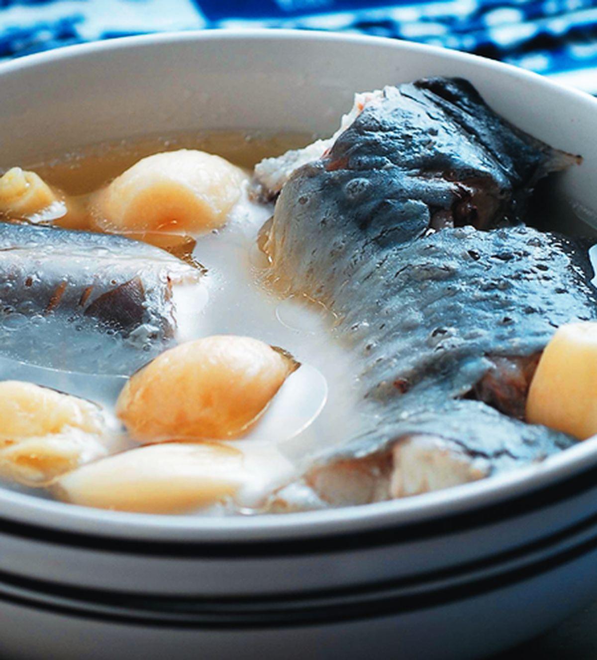 食譜:蒜子燉鰻魚