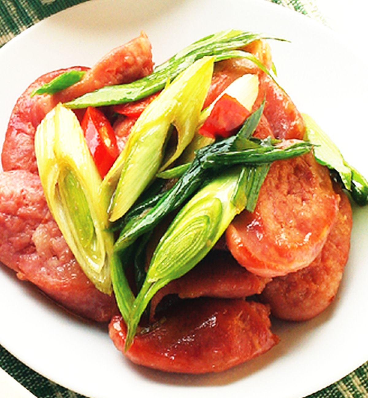 食譜:蒜苗炒香腸