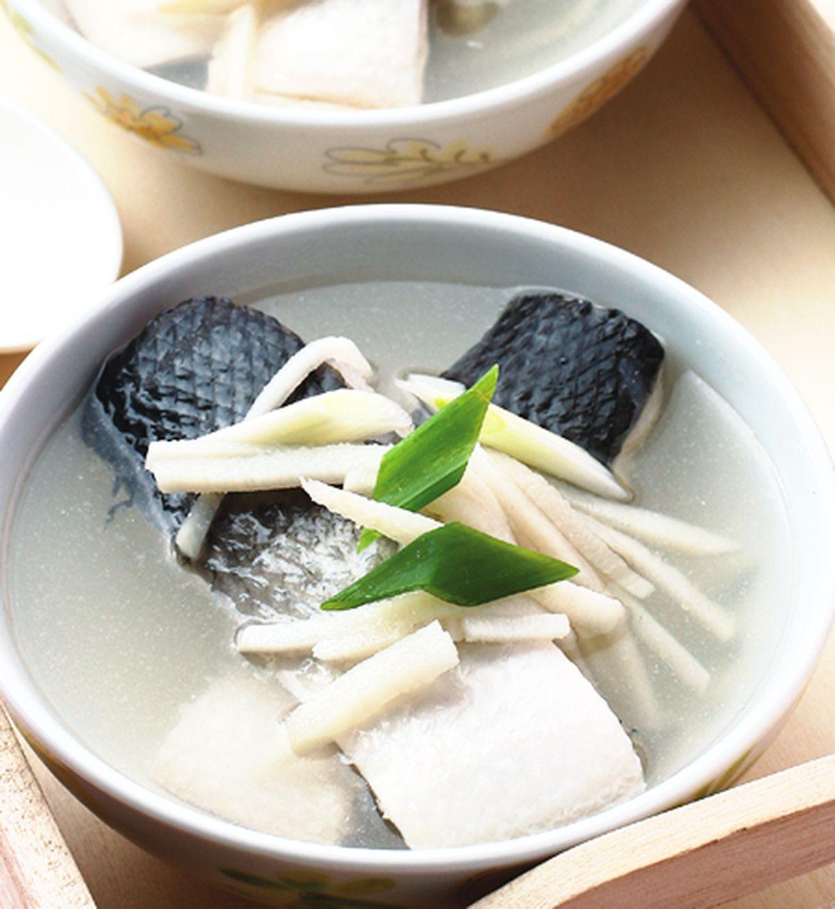 食譜:酸筍絲魚湯