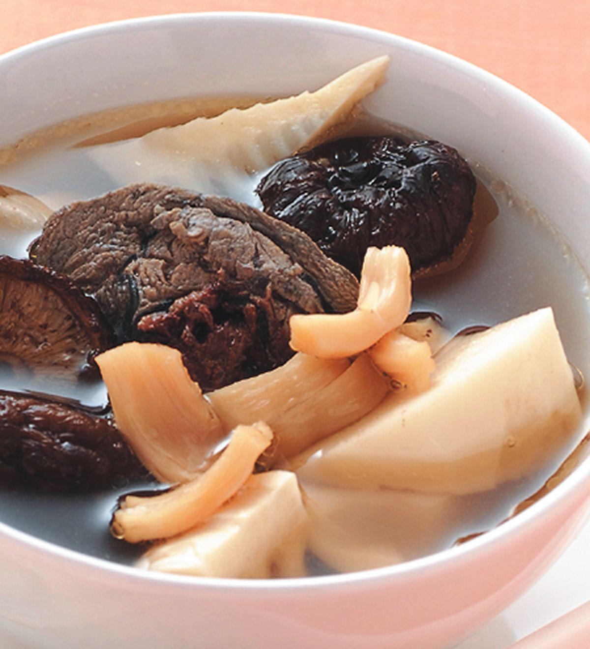 食譜:干貝鮮筍雞湯