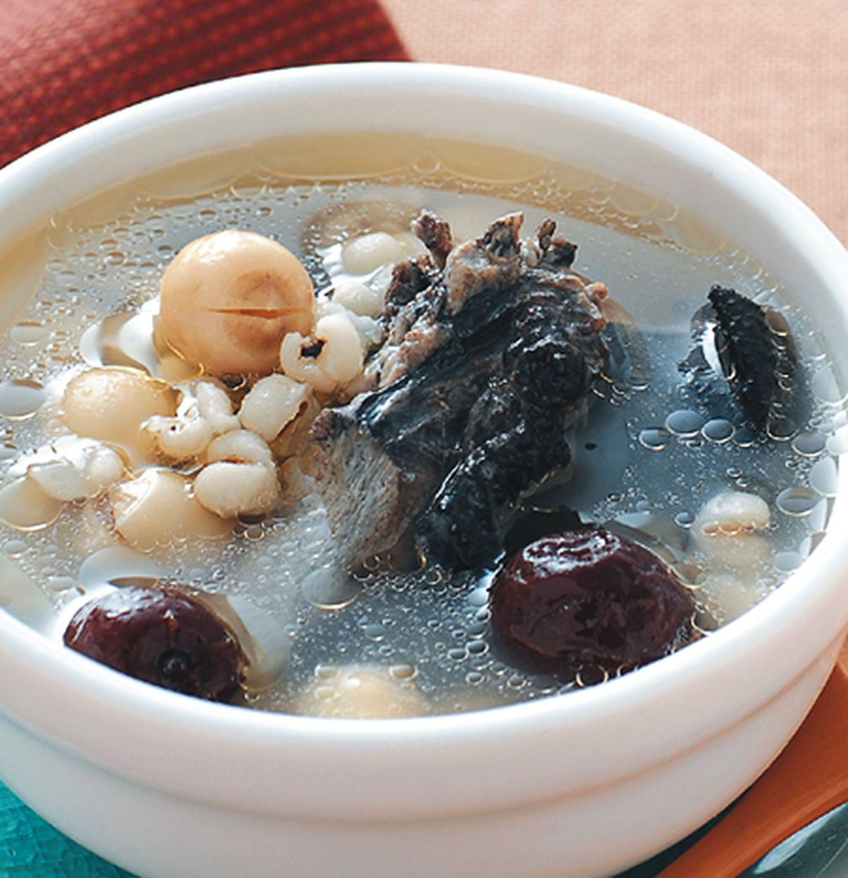 食譜:蓮子薏仁雞湯