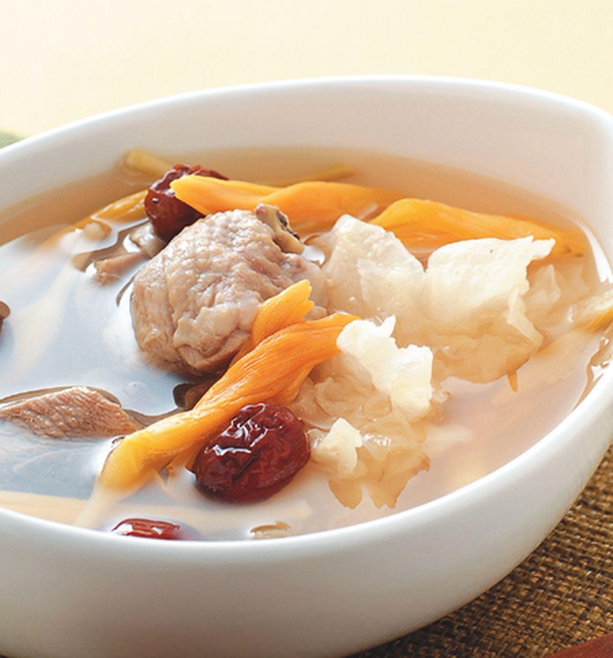 食譜:金針銀耳燉雞湯