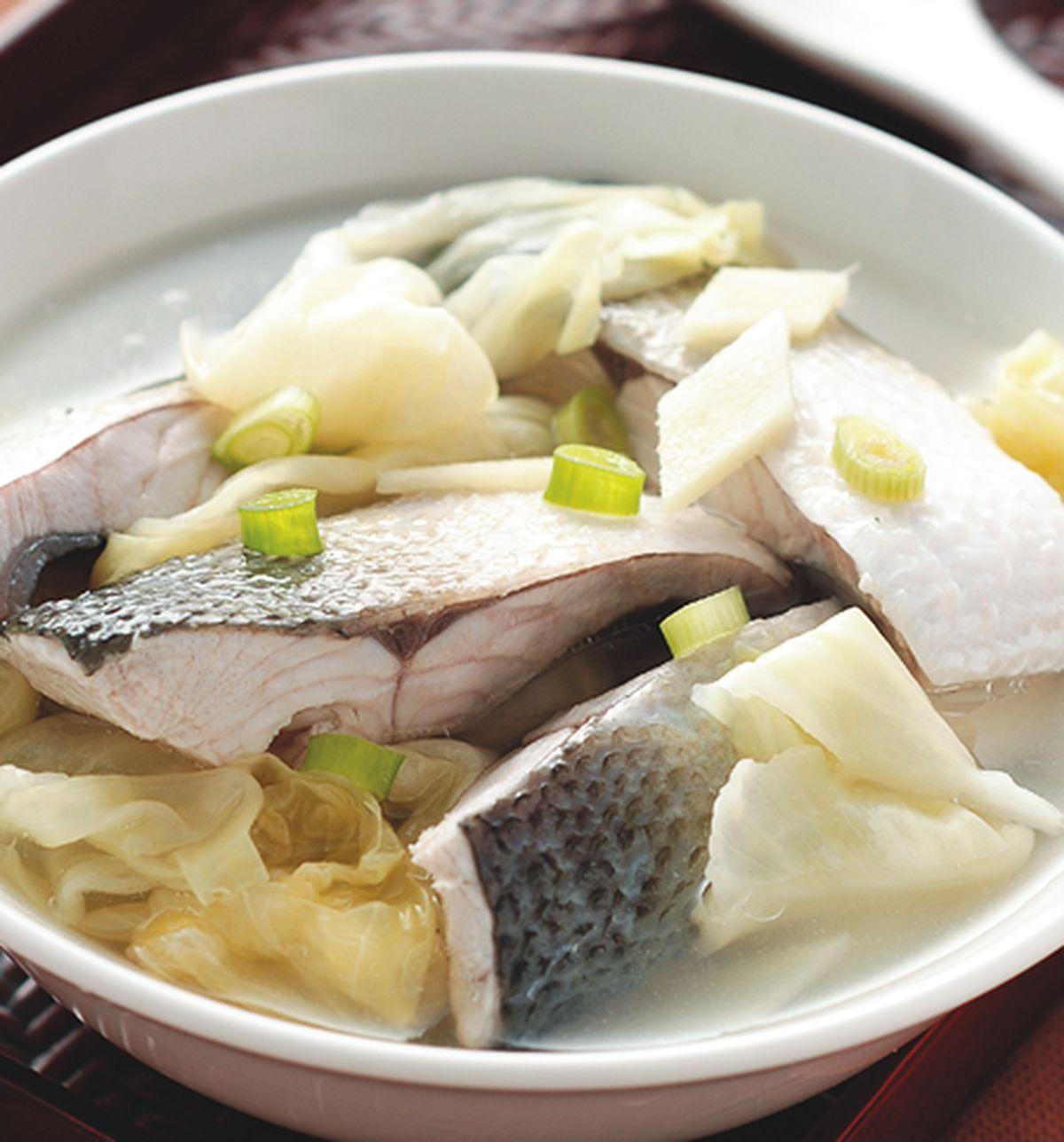 食譜:高麗菜酸煮魚湯