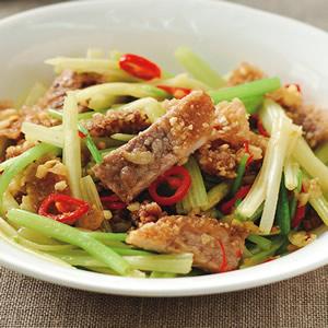 芹菜炒豬排