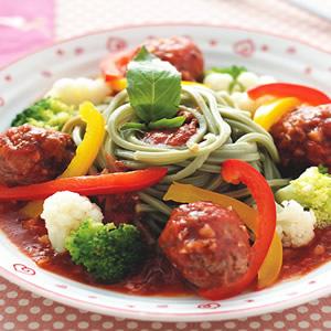 蔬菜牛肉丸綠藻麵