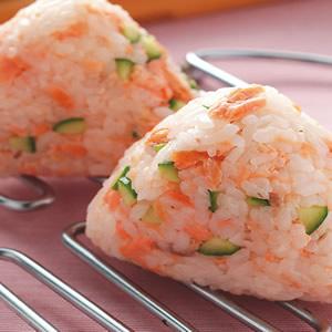 鹽烤鮭魚飯糰