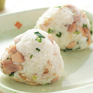鹹魚雞粒飯糰