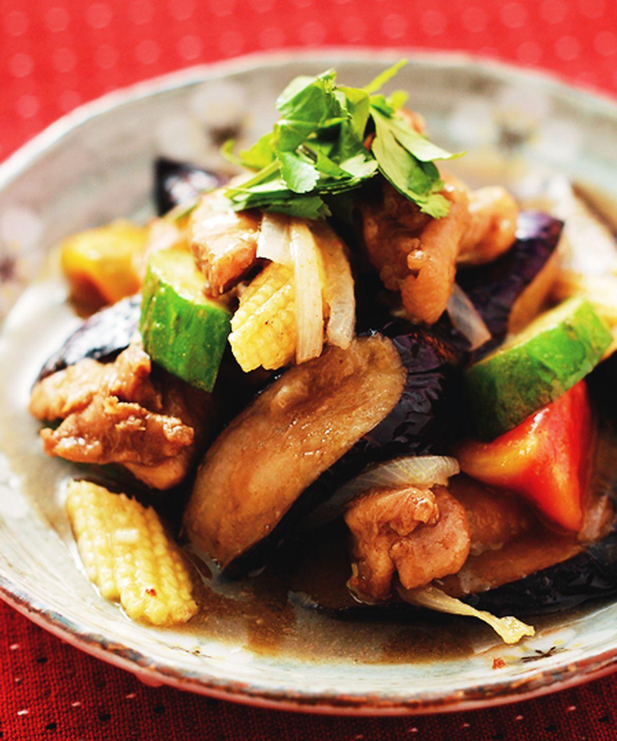 食譜:綠咖哩炒雞肉茄子