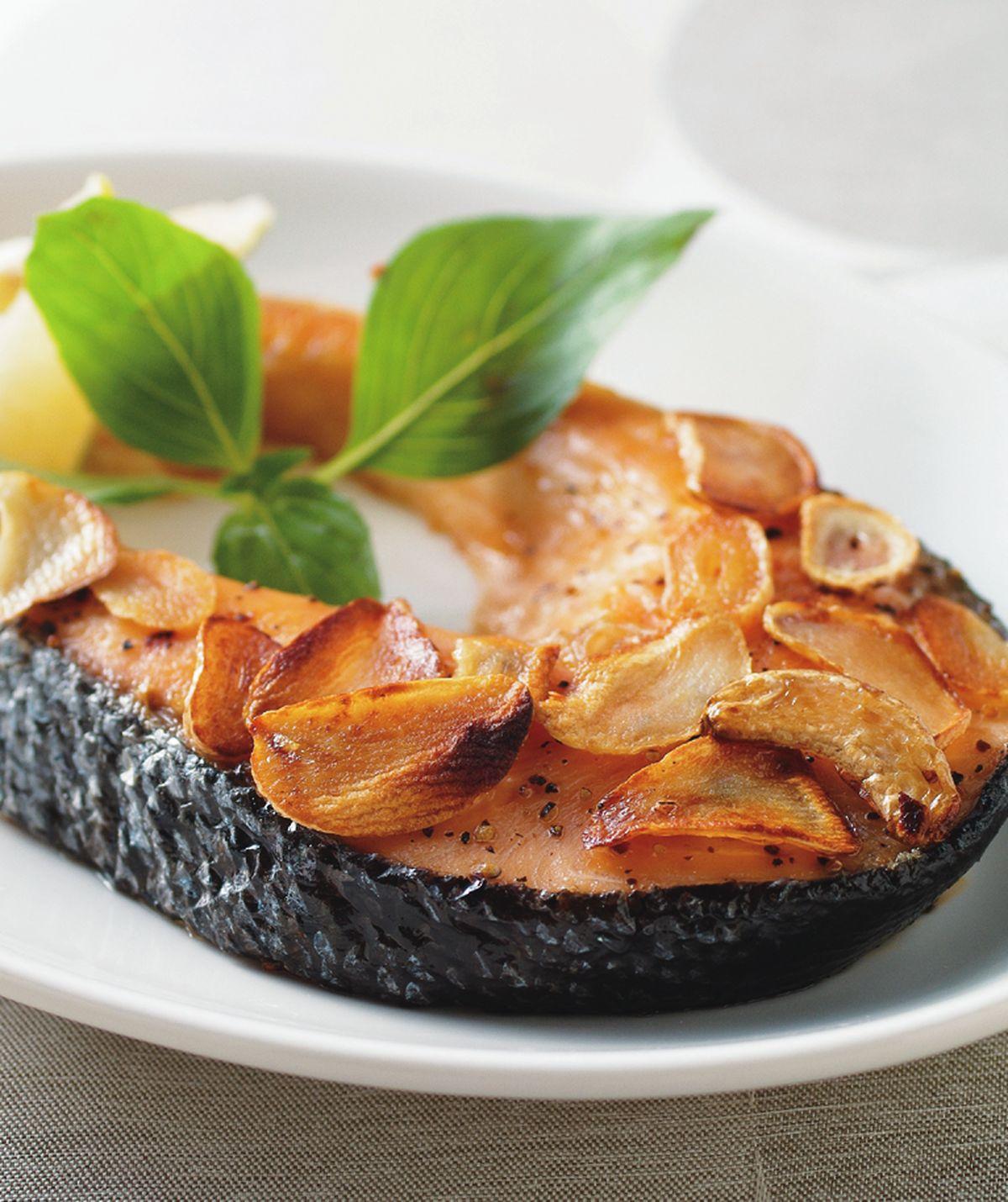 食譜:蒜片烤鮭魚