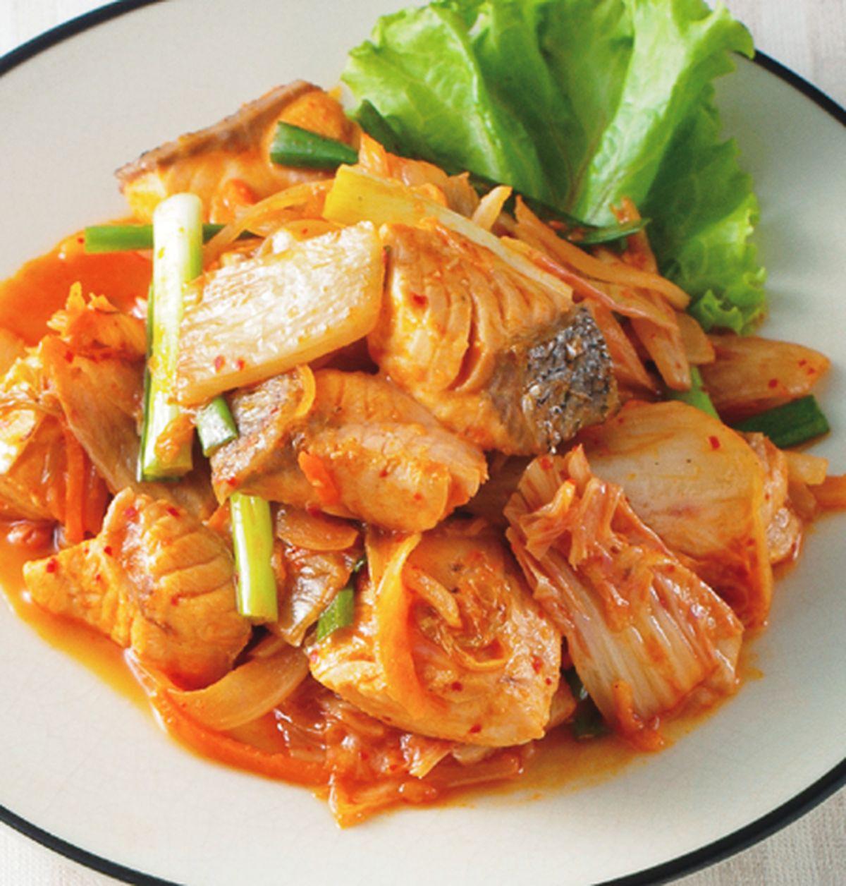 食譜:泡菜炒鮭魚塊
