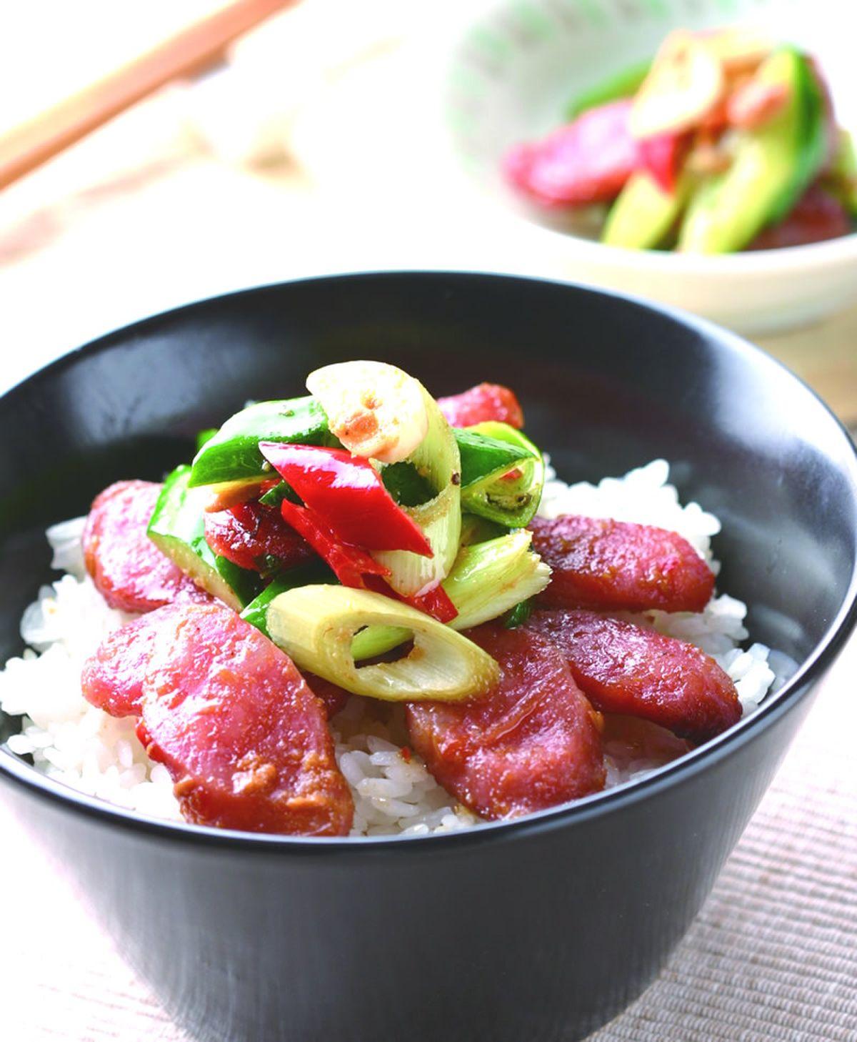 食譜:蒜苗香腸蔬菜飯