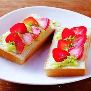 草莓卡士達土司
