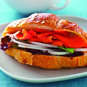 燻鮭魚洋蔥三明治