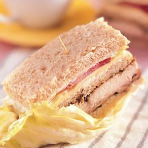 香料雞排總匯三明治