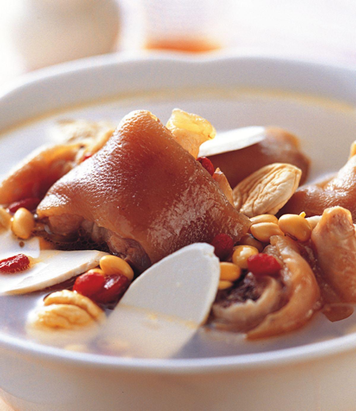食譜:黃豆栗子煲豬蹄