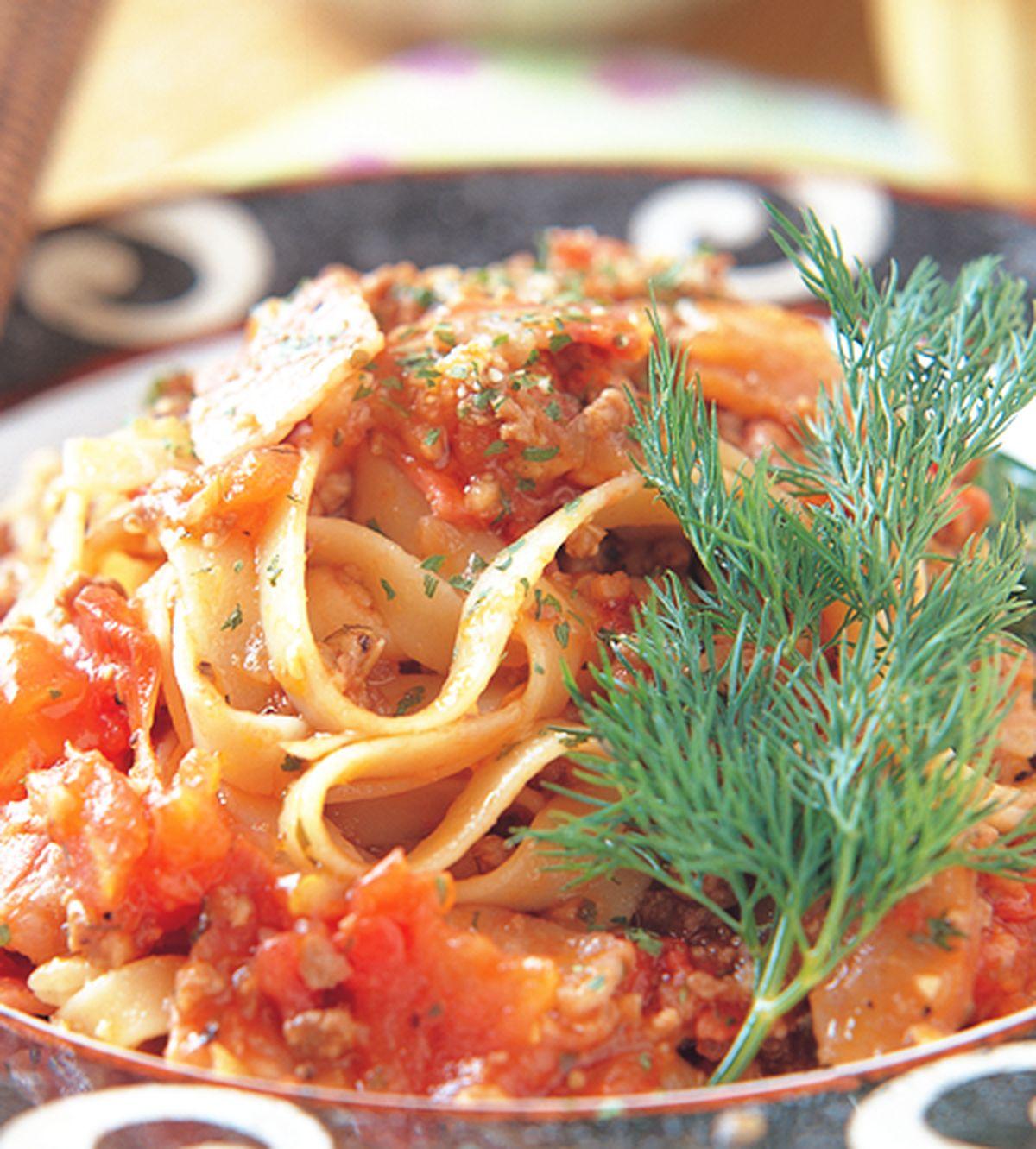 食譜:牛肉茄汁寬麵