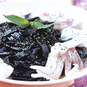 烏賊墨魚寬扁麵