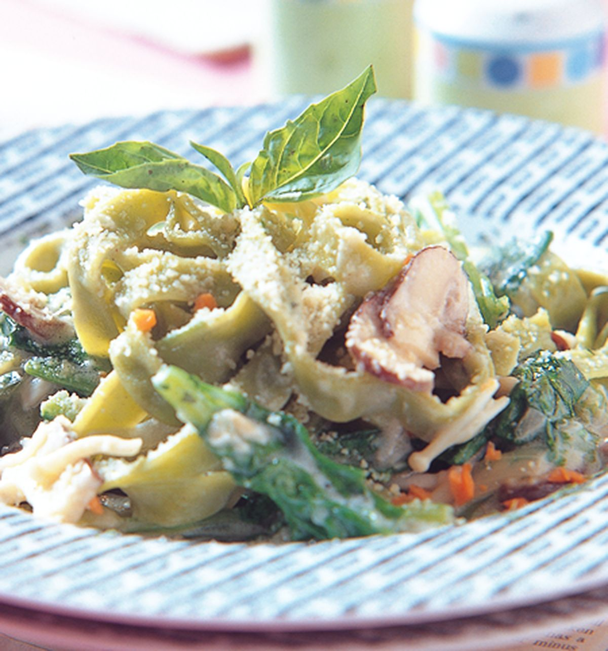 食譜:奶油野菇菠菜寬麵