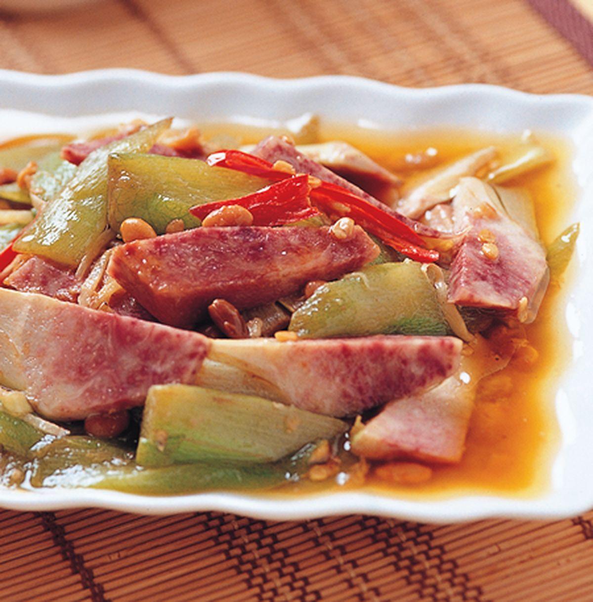 食譜:炒薑絲芋頭梗