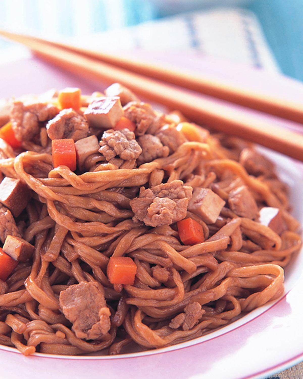 食譜:五香肉丁炆伊麵