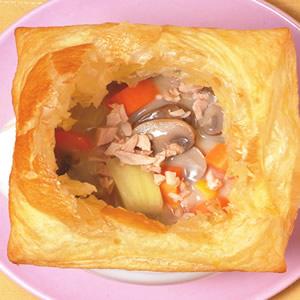 酥皮雞蓉鮮奶磨菇湯