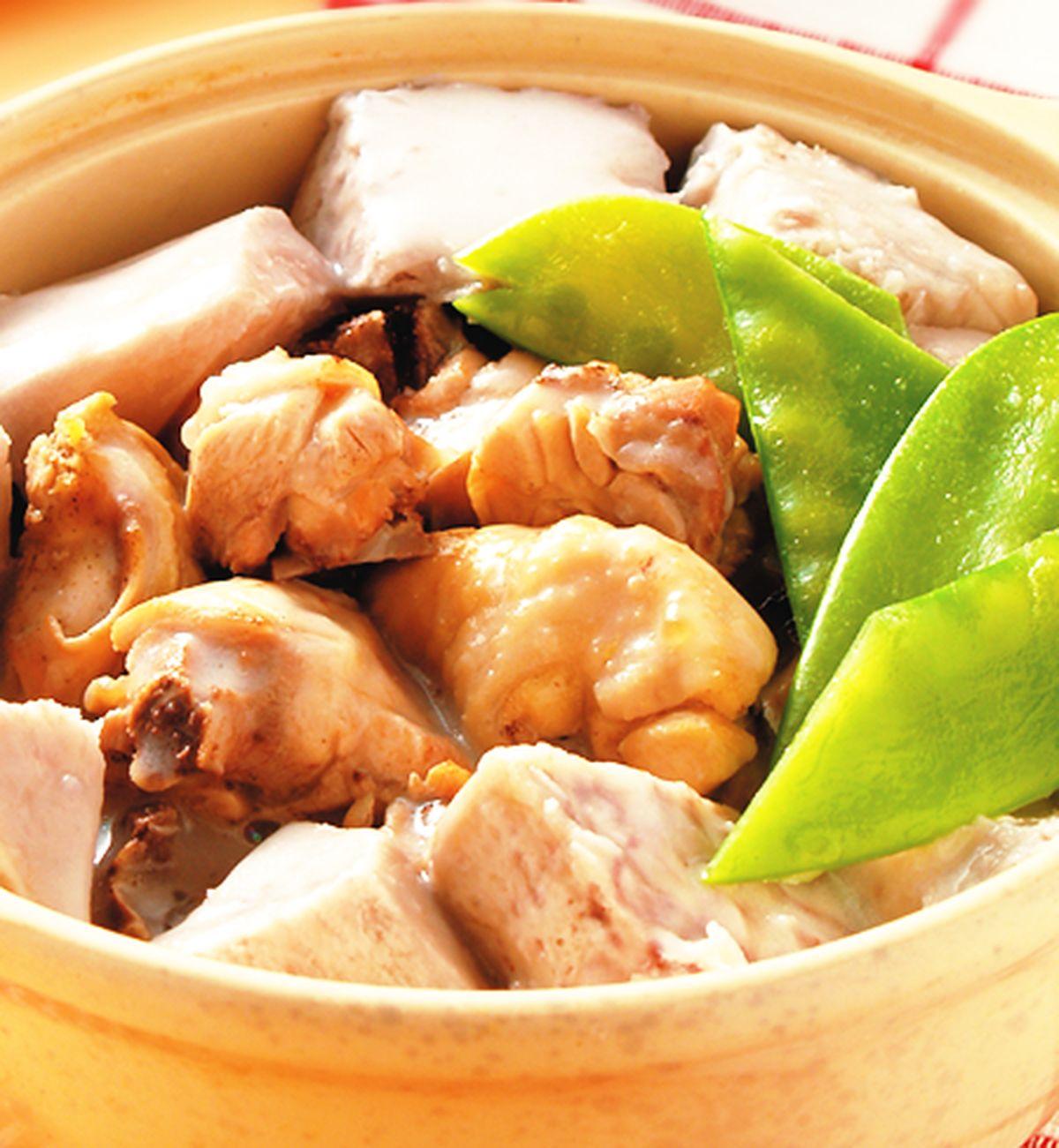 食譜:椰汁芋頭雞腿煲