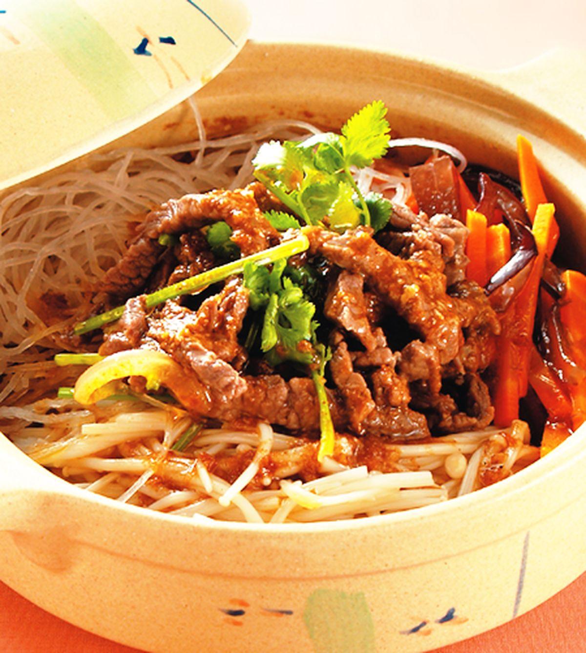 食譜:沙茶金菇牛肉煲
