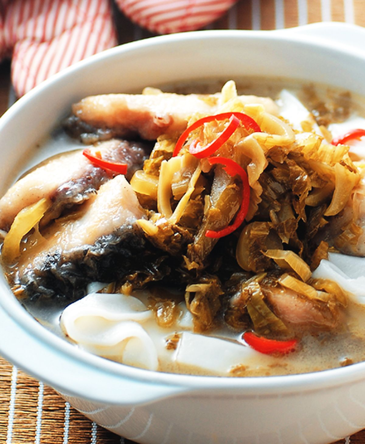 食譜:酸菜鮮魚煨麵