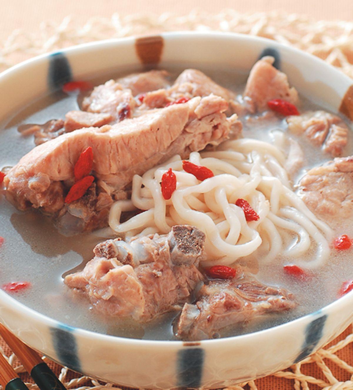 食譜:排骨煨麵