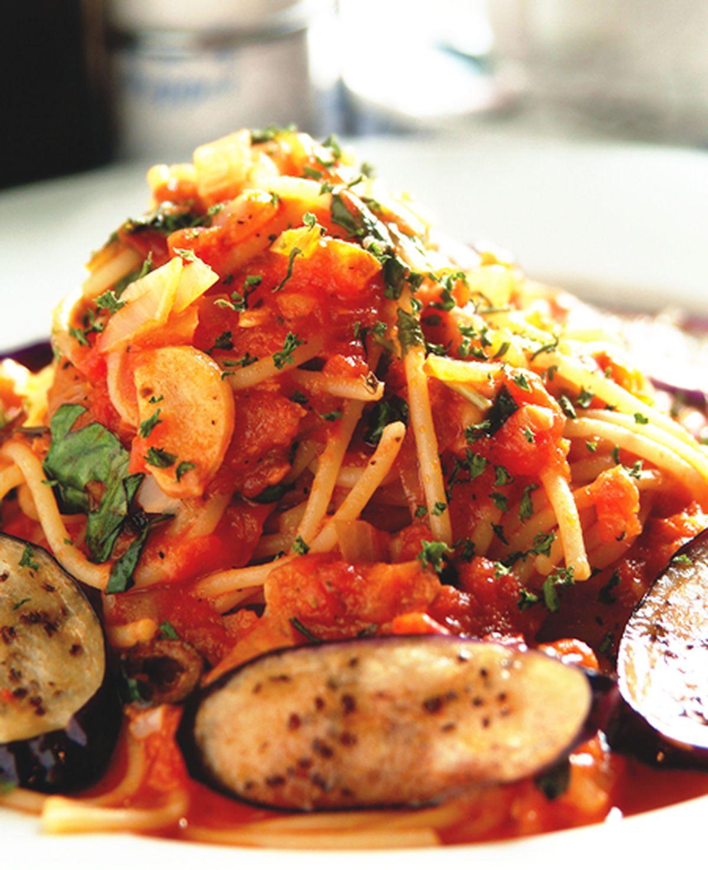 食譜:鯷魚橄欖蕃茄麵