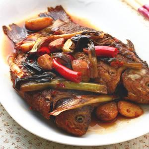 蔥燒鯽魚(2)
