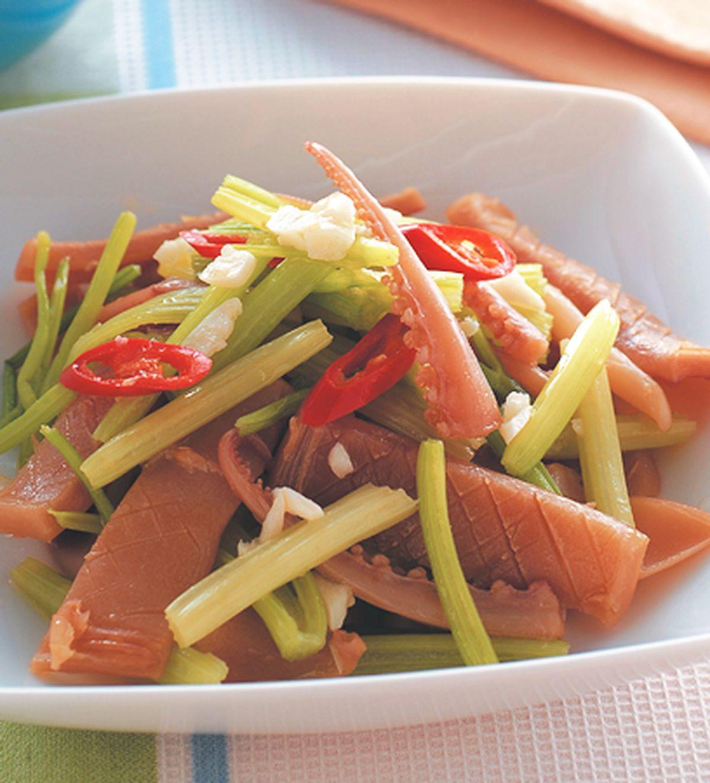 食譜:芹菜炒魷魚(2)