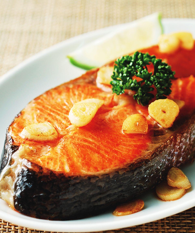 食譜:蒜香鮭魚