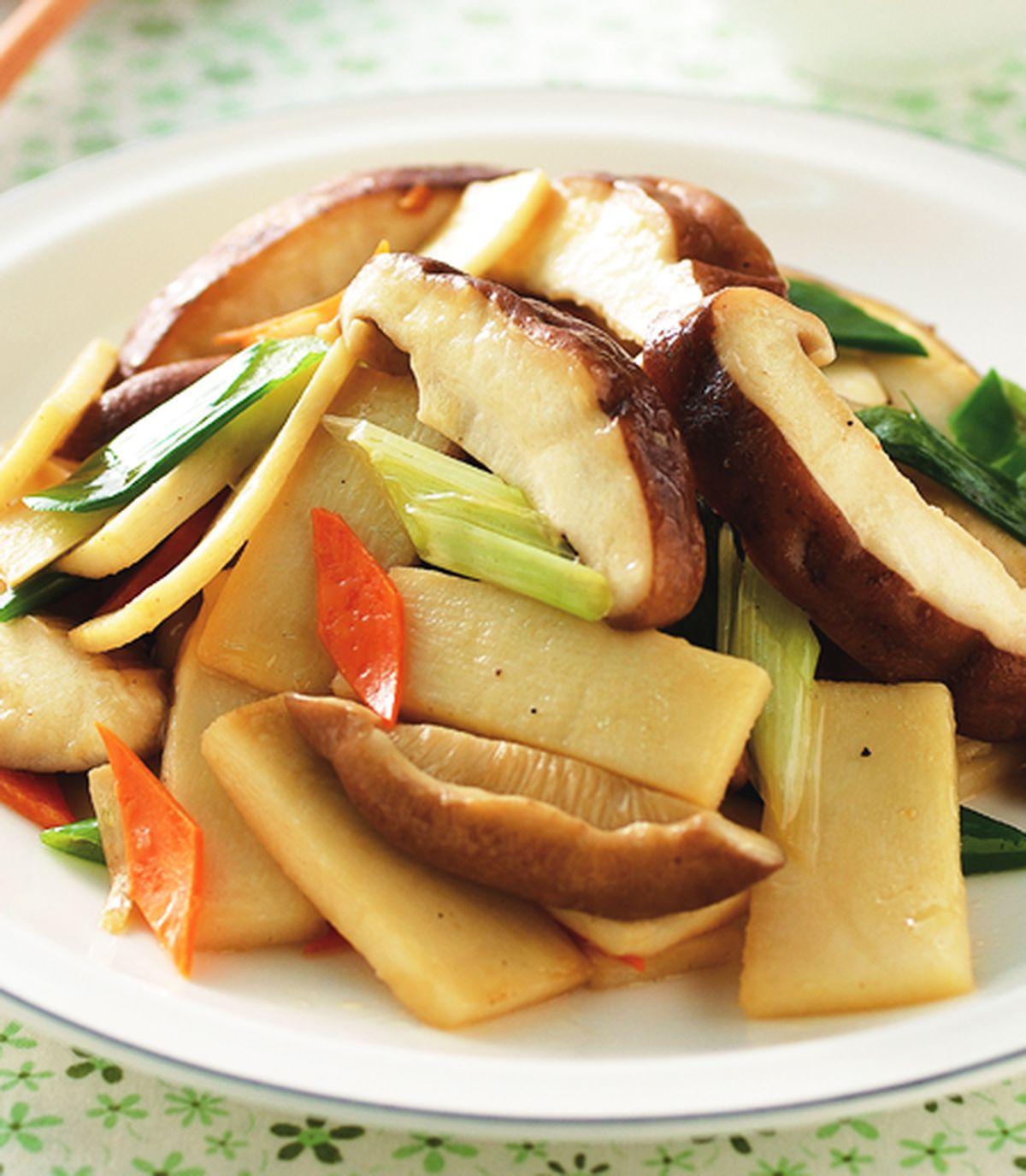 食譜:筍片炒鮮香菇(1)