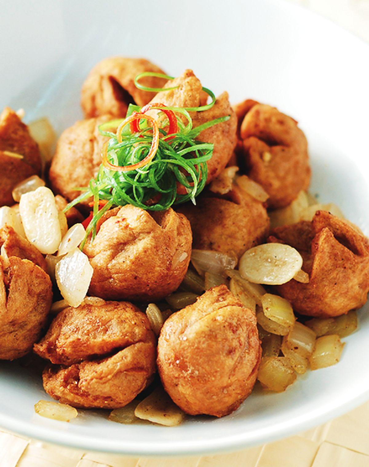 食譜:蒜味貢丸燴洋蔥