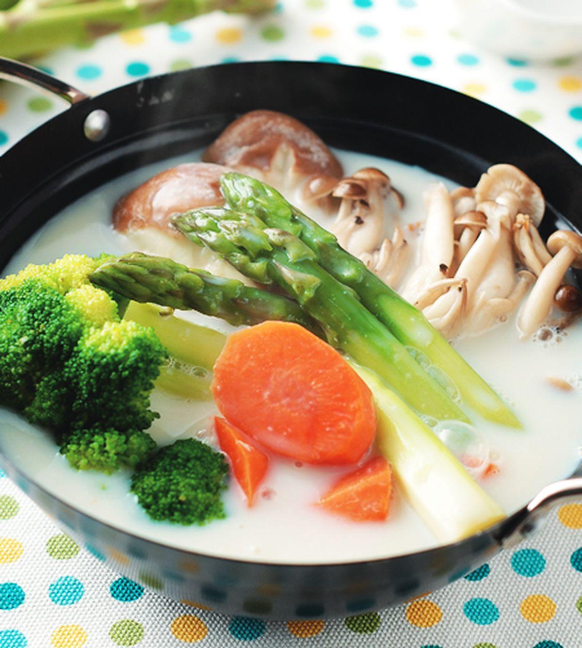 食譜:蘆筍鮮菇豆漿鍋