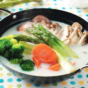 蘆筍鮮菇豆漿鍋