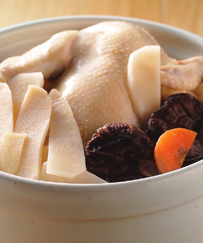 食譜:冬筍土雞湯